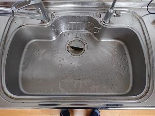 BEFORE 水アカで汚れたキッチンシンク