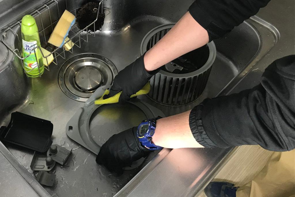レンジフードクリーニング 作業の流れ5 パーツ洗浄