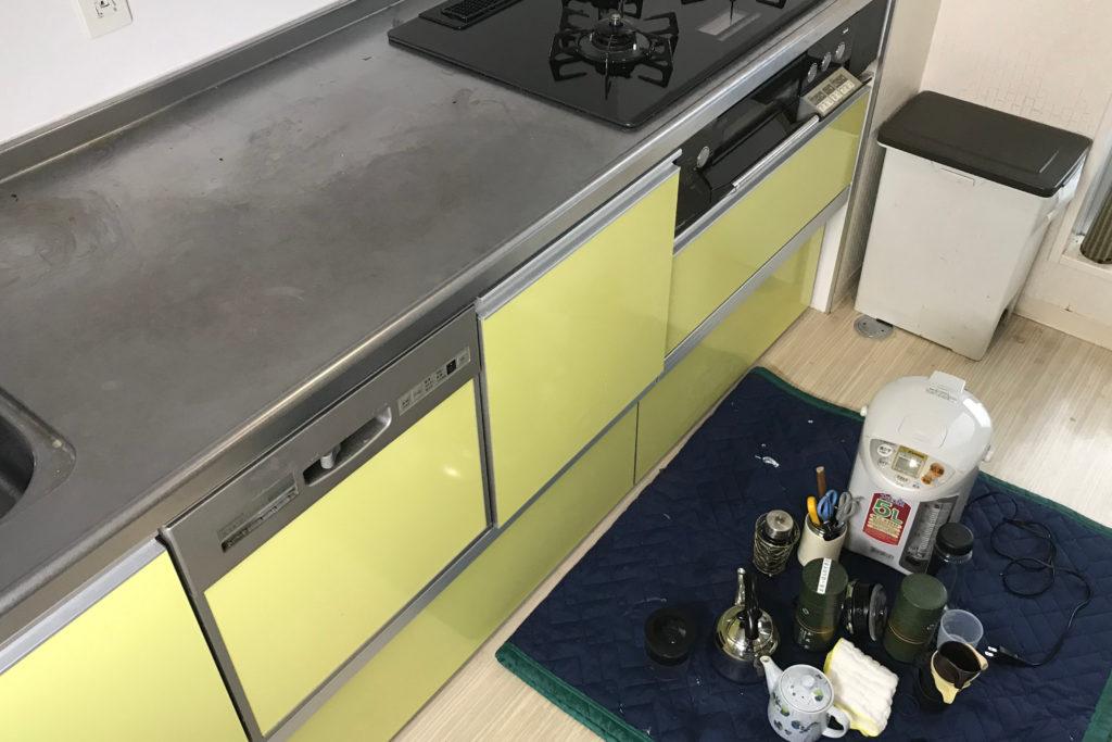 キッチンクリーニング 作業の流れ1 小物の避難