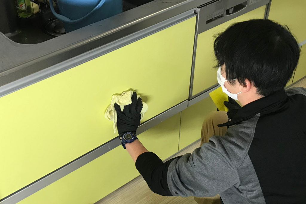 キッチンクリーニング 作業の流れ5 収納・壁面清掃